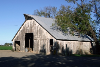 Russell Ranch barn image